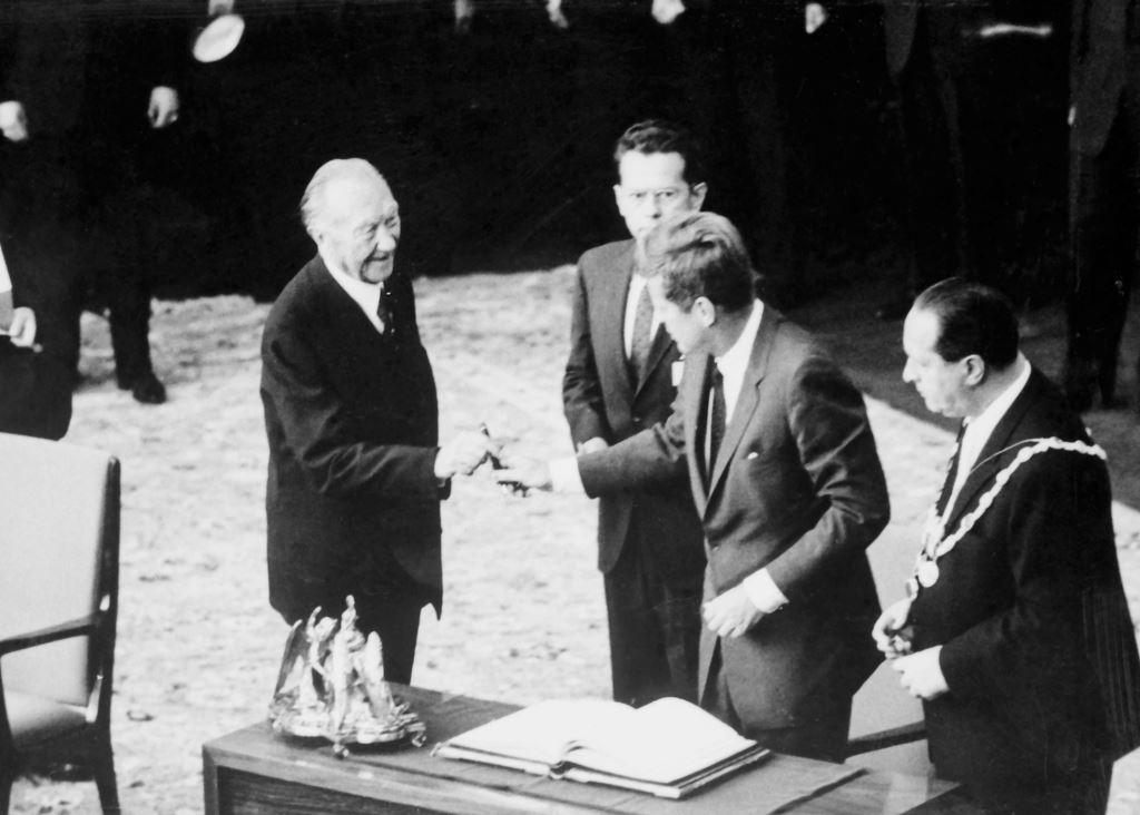 Adenauer-e-John-Kennedy-em-1963
