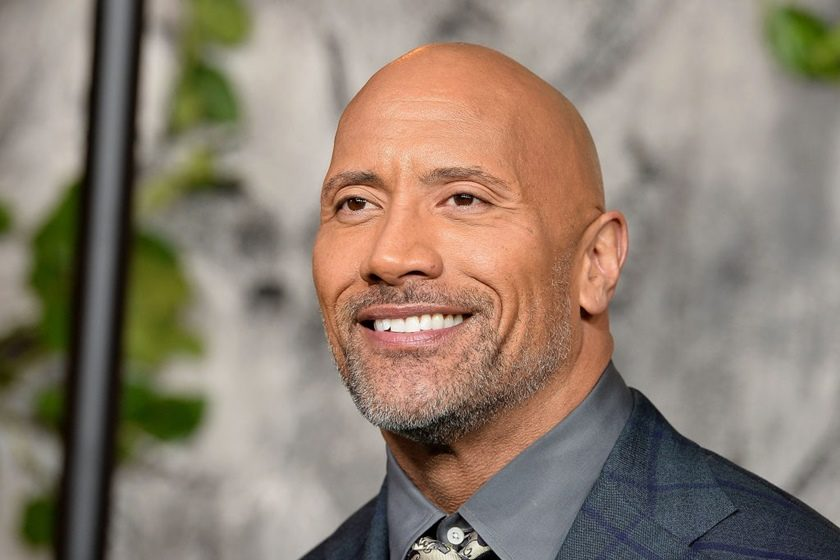 Dwayne Johnson careca com barba